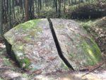 話題の真っ二つに割れた巨石『一刀石』(いっとうせき)と柳生の里